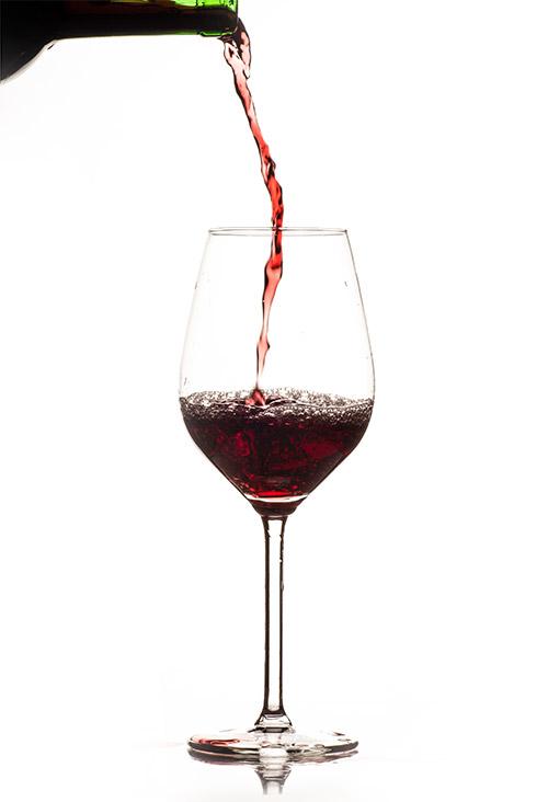 Vakantieboerderij Holdeurn - wijnen - glas rode wijn
